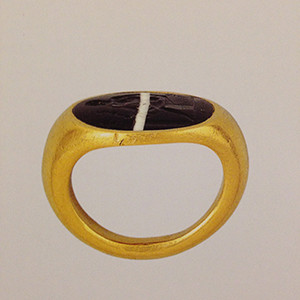 An Ancient Roman gold ring from the first century BC, set with a banded agate stone. This plain setting became popular again in the 18th century.